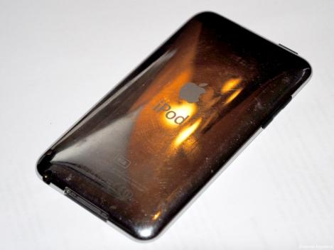 Apple iPod touch - задняя сторона