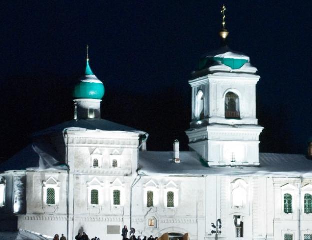 Мирожский монастырь с подсветкой