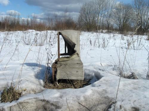 Одинокий брошенный стул