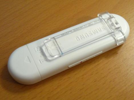 Плеер Samsung YP-U5QW с пристёгнутой клипсой