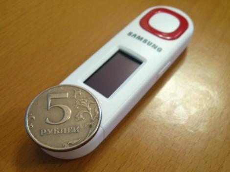 Плеер Samsung YP-U5Q в сравнении с монетой