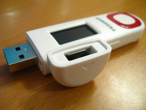 Плеер Samsung YP-U5Q с закрытым колпачком USB