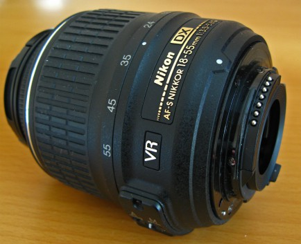 Nikon 18-55mm f/3.5-5.6G AF-S VR DX Zoom-Nikkor вид сзади