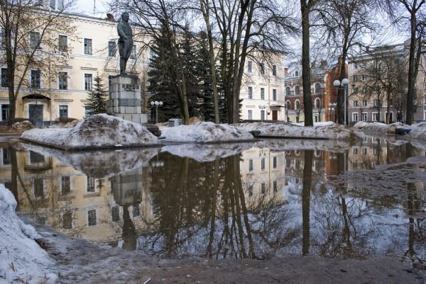 Озеро у памятника Кирову