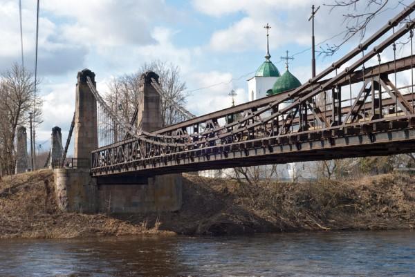 Цепные висячие мосты в Острове