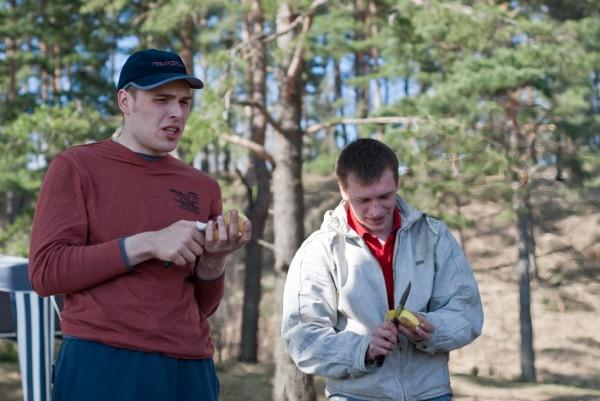 Konstantin и GreenCrazyDog чистят картошку