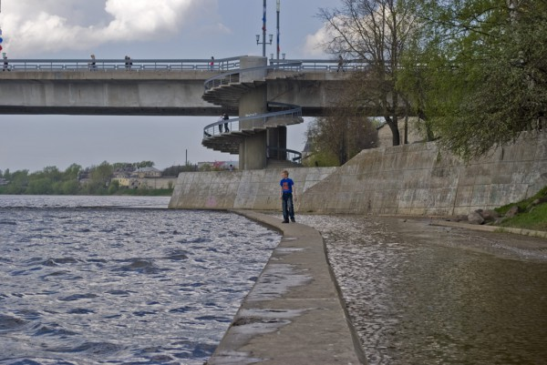 Нижний ярус набережной реки Великой