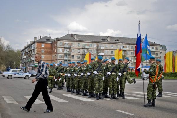 Десантники ждут начала мероприятия
