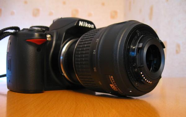 Nikon d3000 и китовый объектив задом наперёд