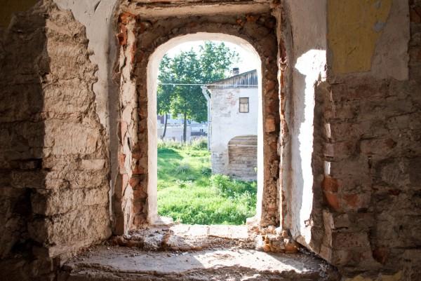 Вход в Солодёжню, вид из окна