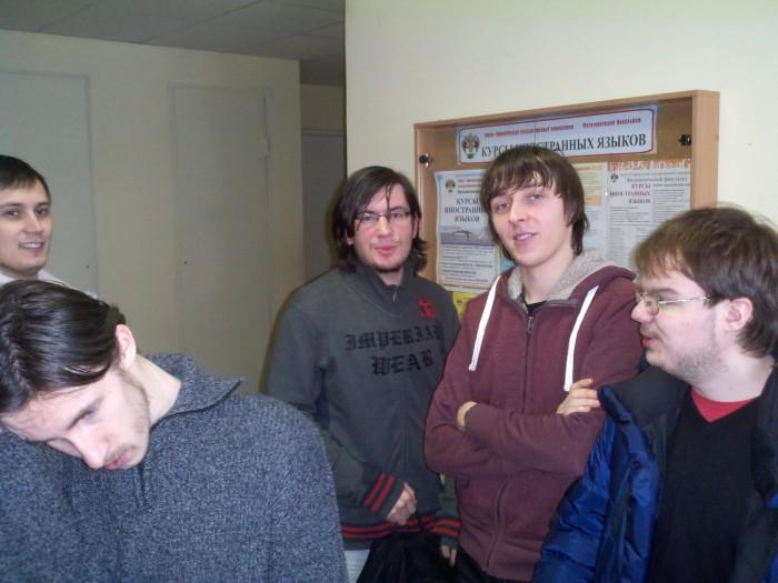 Мы с одногруппниками после экзамена по ТФКП