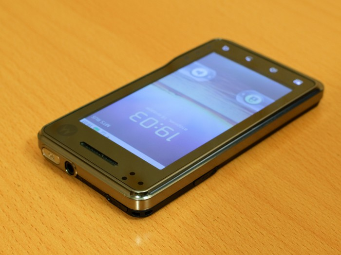 Motorola Milestone xt720 - лицевая сторона вид сверху