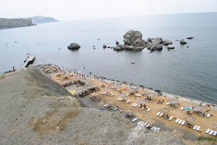 Платный пляж у Генуэзской крепости