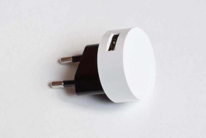 USB зарядка, идущая в комплекте