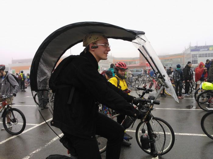 Велосипедист с тентом