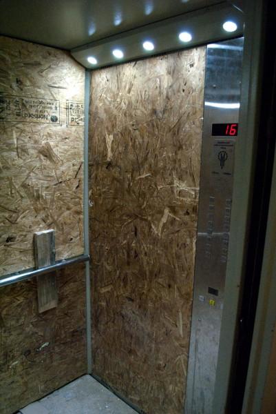 Внутри лифта