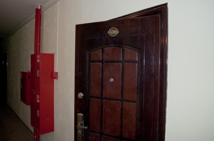 Наша дверь и пожарный щит
