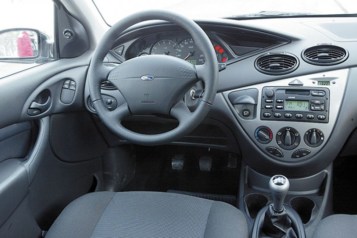 Интерьер Ford Focus 1 (фото с сайта autoreview.ru)