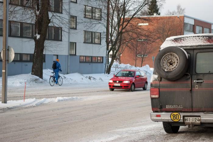 Велосипедист и машины