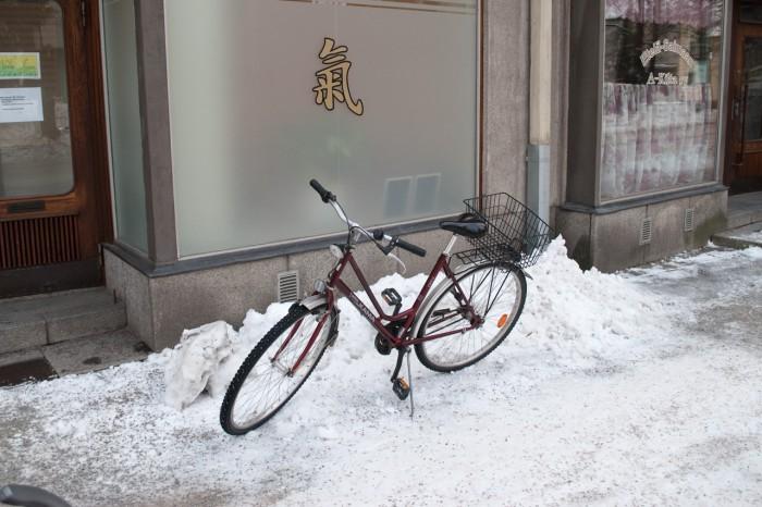 Велосипеды у магазинов