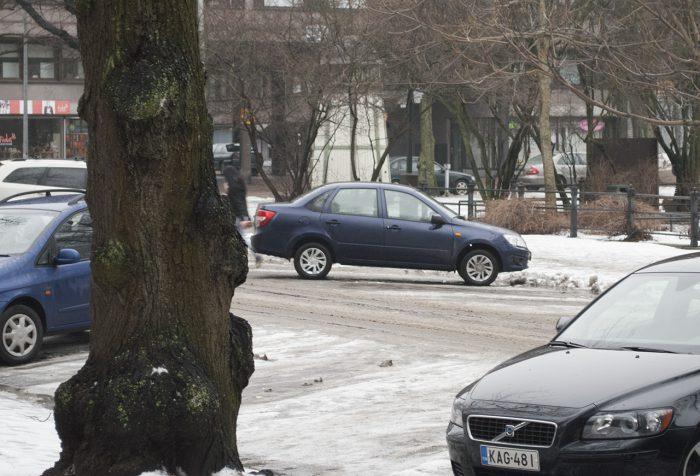 Баклажан на финской парковке