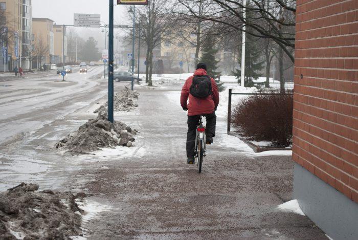 Велосипедисты тут везде в любую погоду