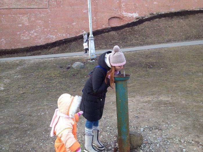 Питьевой фонтанчик, прямо как в детском лагере!