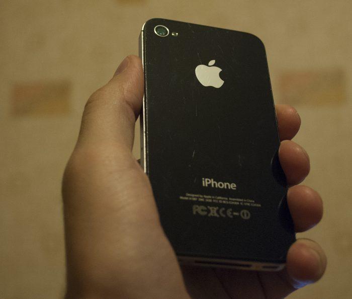 Задняя крышка iPhone 4s через 4 года