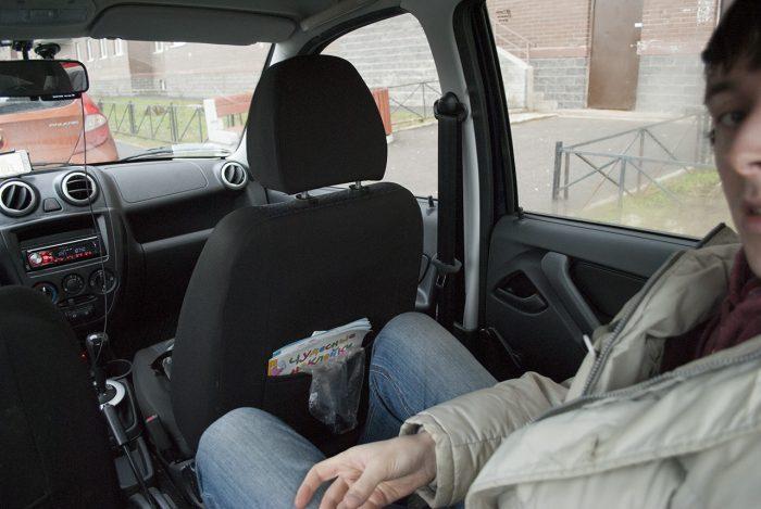 Я сижу за максимально задвинутым вперёд передним сиденьем