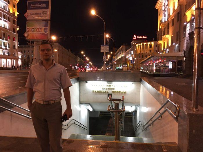 Вход в метро Площадь победы в Минске
