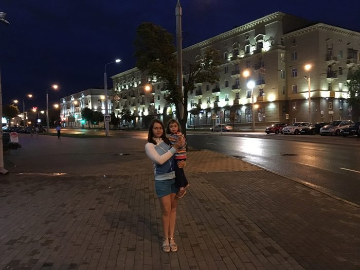 Рита и Маша вечером в Минске