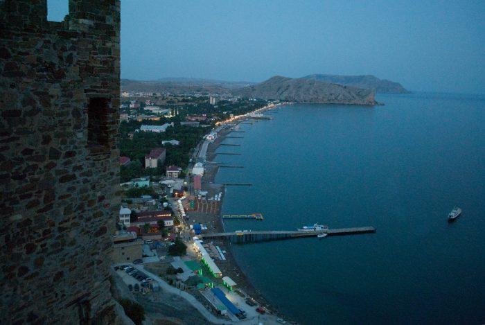 Пляж города Судак в Крыму
