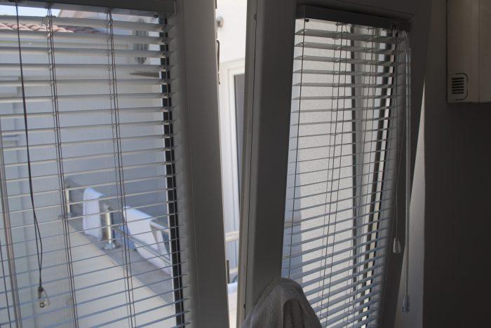 Вид из окна кухни  в апартаментах villa lazovic