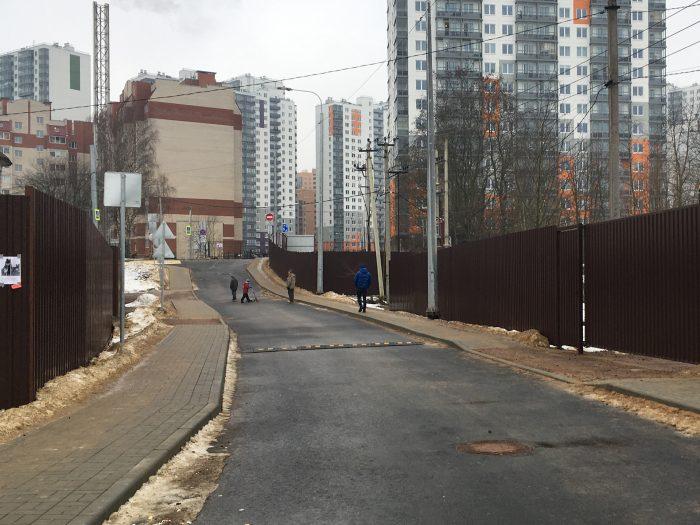 Перекрытие новой дороги от шоссе в Лаврики к метро
