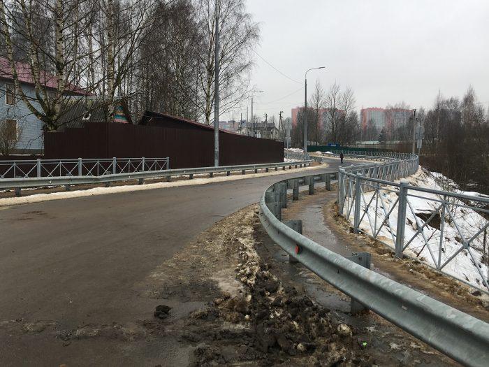 Начало новой дороги от шоссе в Лаврики к метро
