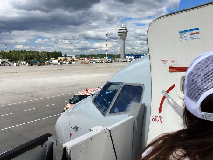 Вид а кабину пилотов boeing-737-800