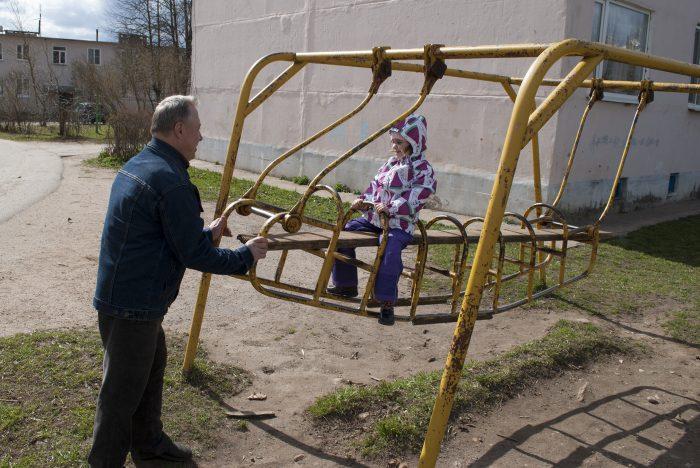 Маша Дедушка и странные качели