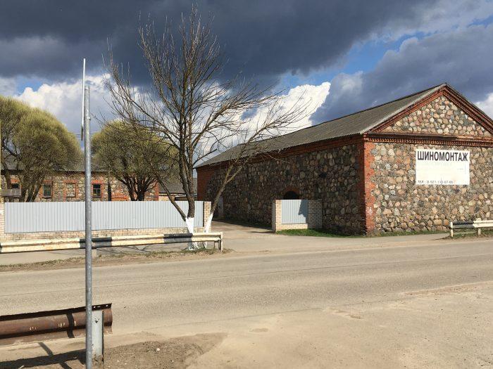 Дома из валунов и кирпича в Новоржеве