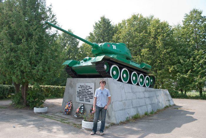 Танк т34 в Новоржеве в 2010 году