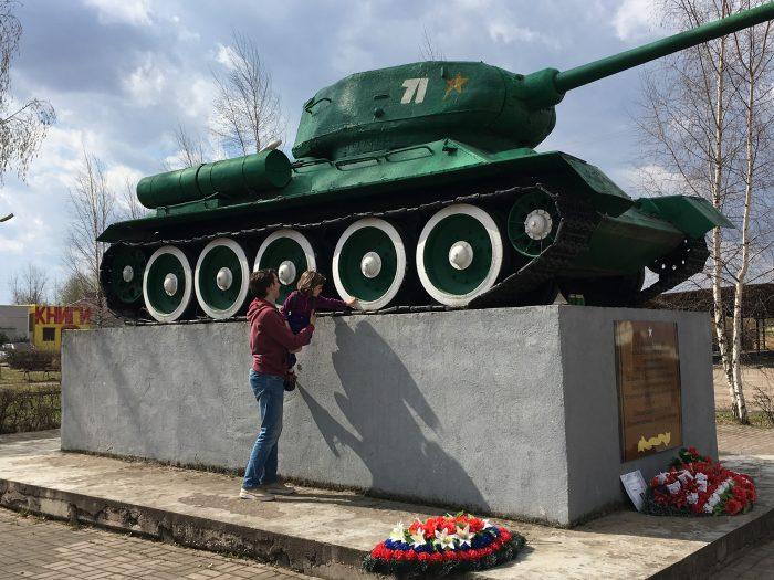 танк Т-34 в Новоржеве