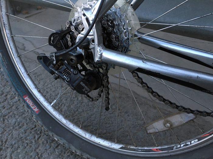рваная велосипедная цепь