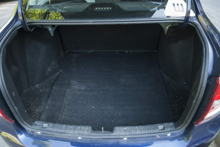 грязный багажник в гранте