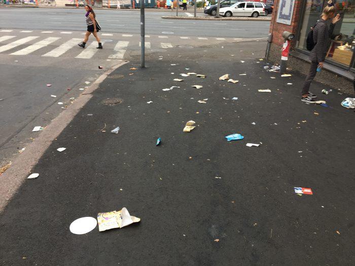мусор на улицах хельсинки