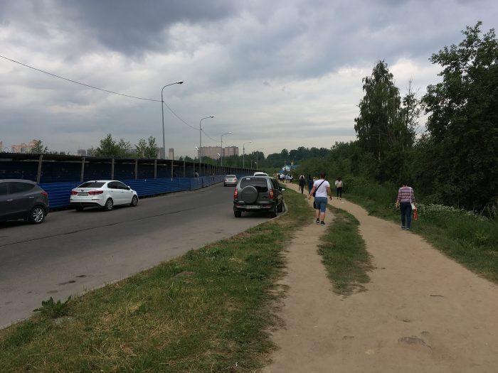 Пешеходная тропинка к метро Девяткино
