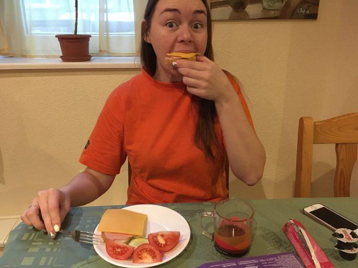 Ритуська завтракает