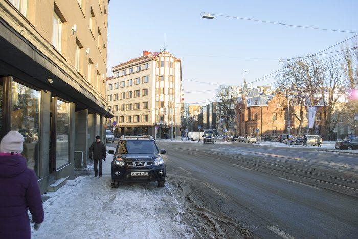 парковка на тротуаре в Таллине