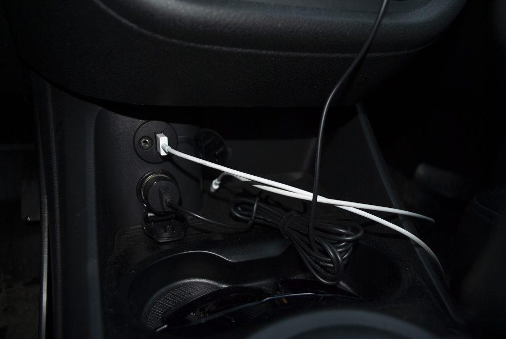 разъёмы USB, AUX и прикуривателя в весте