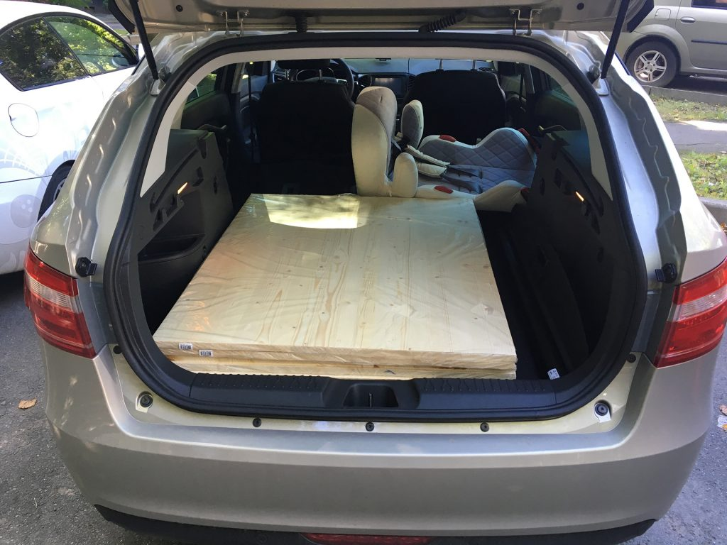 объём багажника весты