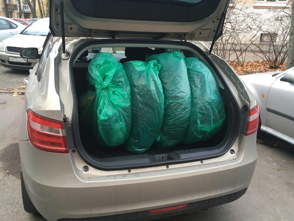 комплект резины в багажнике весты