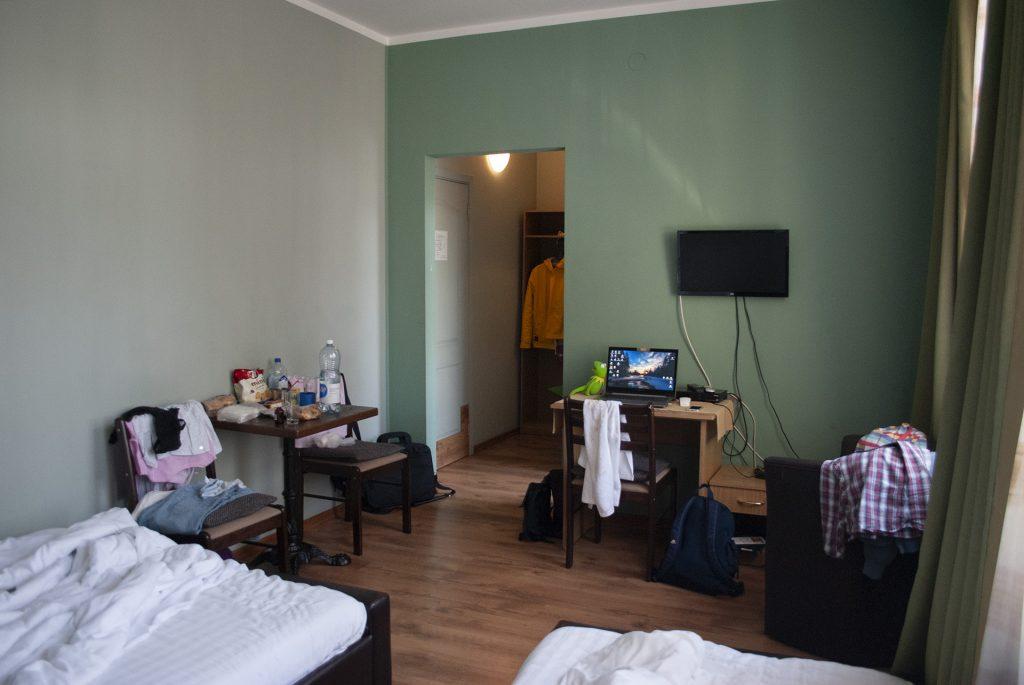 Мебель в улучшенном номере Spare Hotel